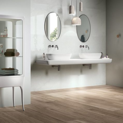 Great-Wood-Look-Tile-Bathroom